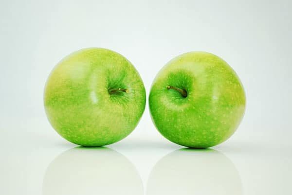 A picture of two green apples